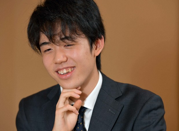 藤井聡太二冠のプロフィール